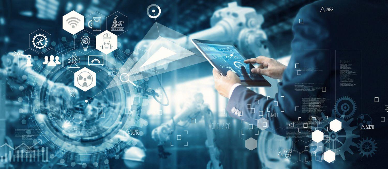Tablet steuert Maschinen und ist vernetzt mit anderen Abteilungen.