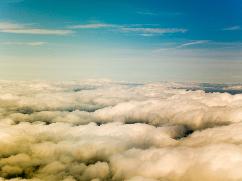 Der Blick von oben auf Wolken.