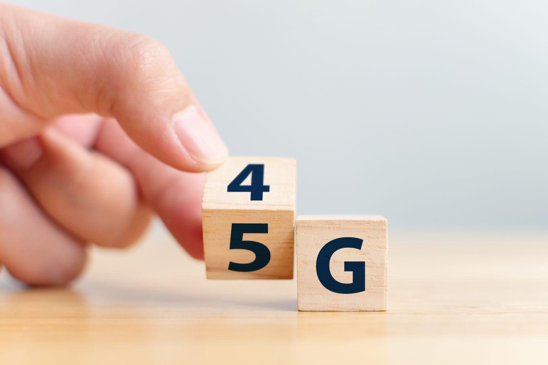 Würfel, die von 4G auf 5G umgedreht werden.